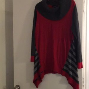 Style &Co Woman gray and red tunic sweater. 1X